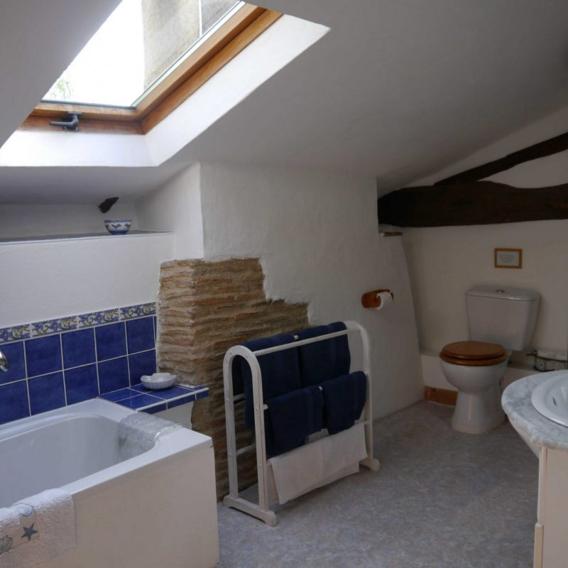 07 Drake Cottage bathroom